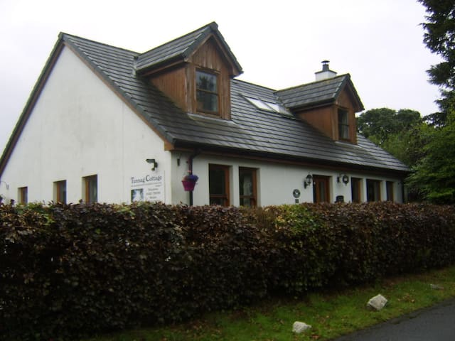 Tunnag  cottage 3 bed  , disabled & kid friendly.