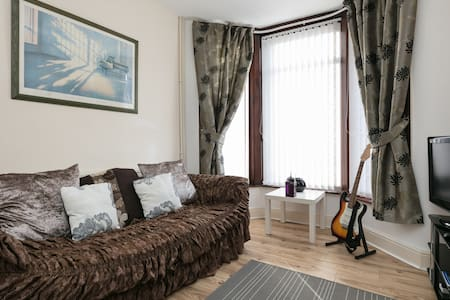 QUIET CHARMING COMFY HOME BY ASDA & SEFTON PARK! - Liverpool - Rumah