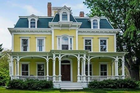 Estate Retreat Home - Tiverton - House