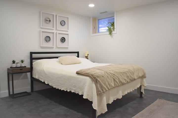 Beautiful Apartment in Charming Elmvale Acres