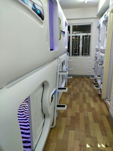 701邻近香港湾仔会议展览中心,1分钟香港湾仔地铁口A3, 超私隐度一人一个单人太空舱共享空間.
