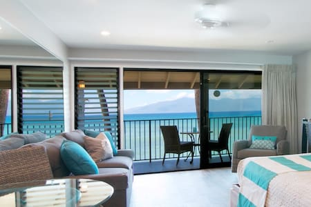 180* OCEANFRONT VIEW w/  A/C!  REMODEL+POOLS+CLEAN