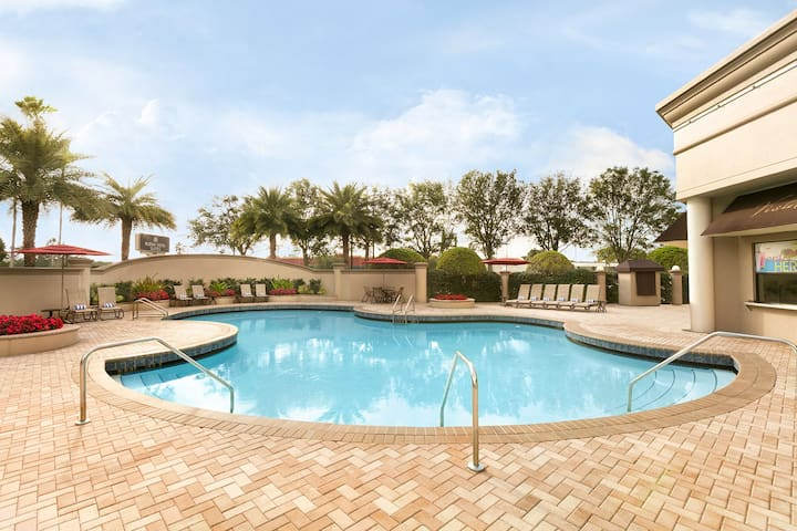 WOW 2 x 1BRs FOR 12, CLOSE TO PARKS,POOL,BREAKFAST