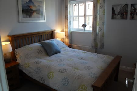 Cosy double room with own bathroom in quiet area - Woolwell - Dům