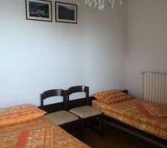 Grattacielo, posto-letto per donna in una doppia - Apartment