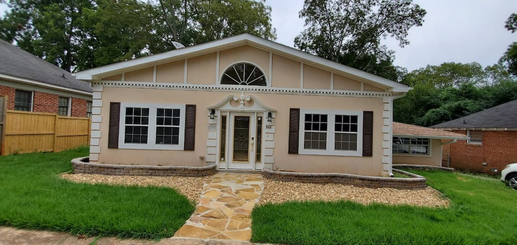 Bungalow in the heart of Decatur