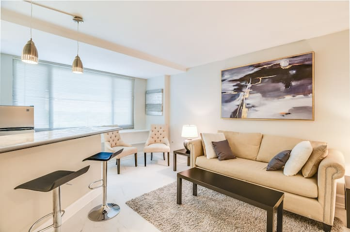 Sophisticated Jr. 1-Bedroom Just Renovated Views