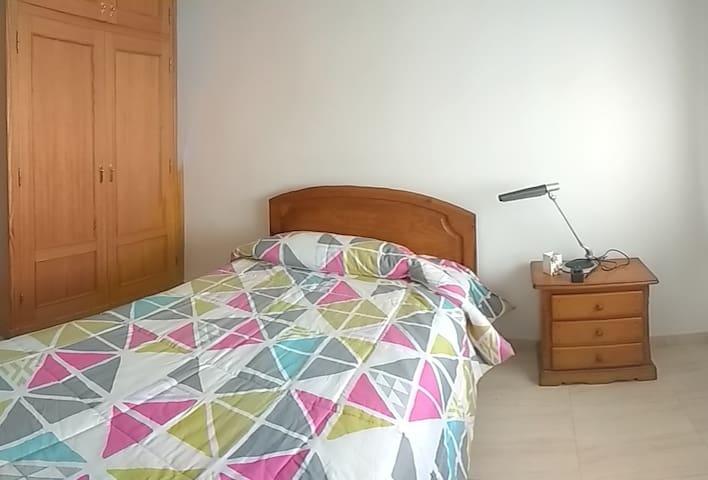 Habitacion 1 cama (+disponibilidad colchon) - Vera - Lägenhet