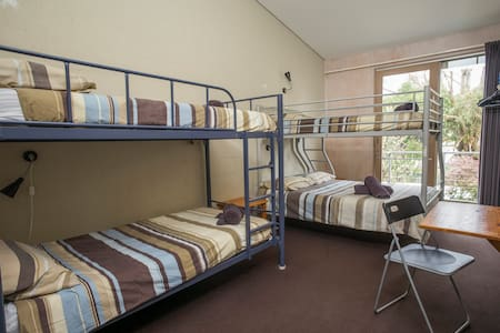 Apollo Bay YHA - 4 Share Male Room