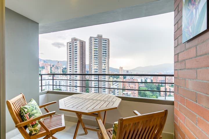 Luminous 🌞 High Floor 🔝Modern 2 BR Apt✔ WiFi