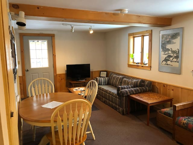Cozy ski chalet located minutes from Okemo Lodge