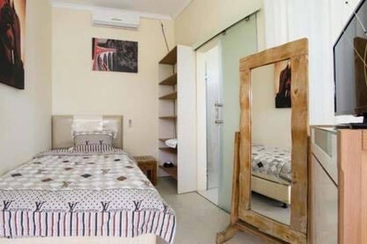 Gay villa Angelo B&B single room - เซมินยัก - ที่พักพร้อมอาหารเช้า