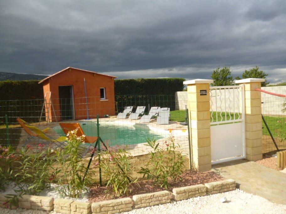 piscine pour les deux gîtes