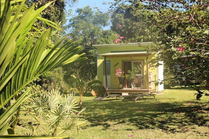 Chambre au milieu du jardin