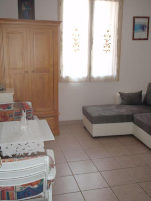 chambre d 39 h te pour dames seules apartments for rent in ajaccio corse france. Black Bedroom Furniture Sets. Home Design Ideas