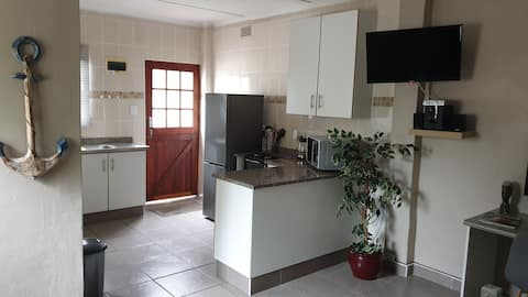 Acacia's Rest Cosy, Self Catering Flatlet