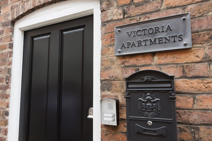 Victoria Apartments, Apartment 1
