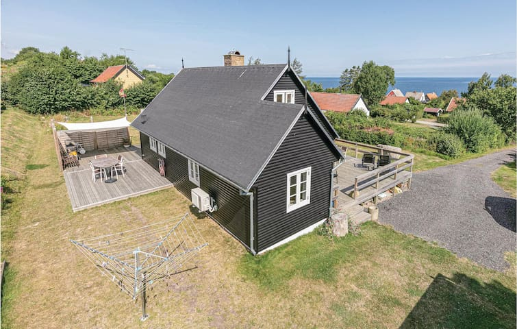Holiday cottage with 3 bedrooms on 70m² in Svaneke