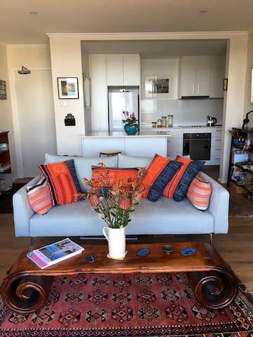 Fabulous 1 bedroom apartment with water views - Balmain East - Apartment