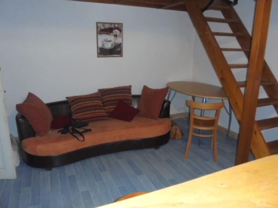 studio meubl centre ville apartments for rent in paray le monial bourgogne franche comt france. Black Bedroom Furniture Sets. Home Design Ideas