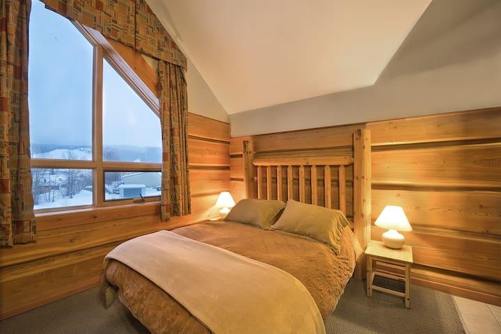 Kicking Horse River Lodge - Loft Suite