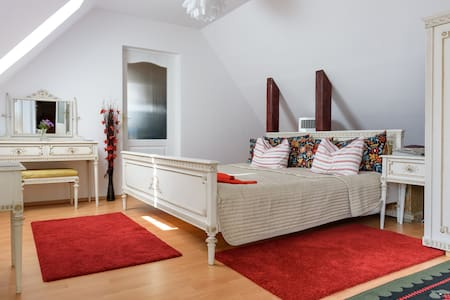 Old Town Character Studio Apartment & Great Views - Brașov
