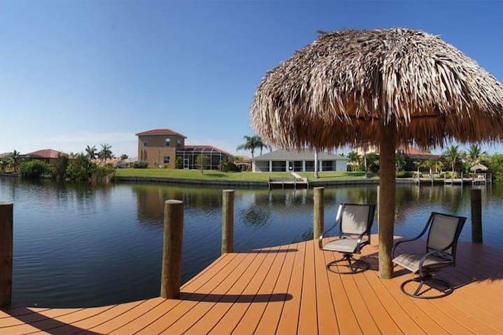 Villa Christina - Canal Front Pool Home - Cape Coral - Villa