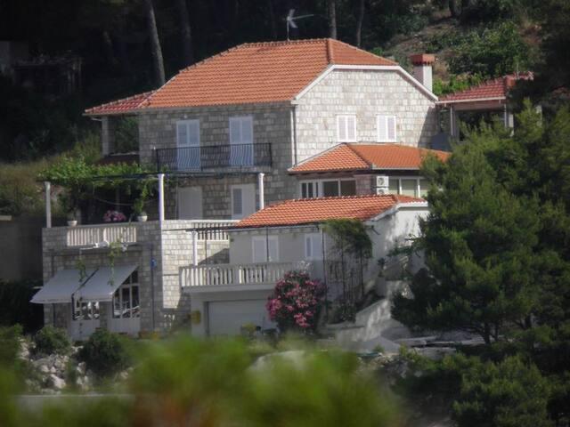 1-Cosy studio, seaview-veranda above sandy beaches