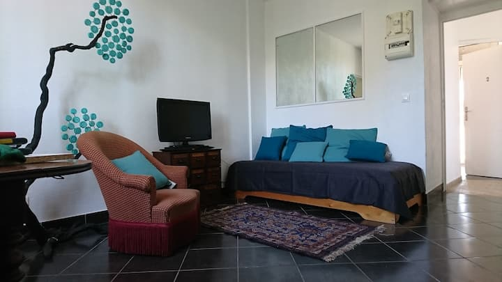 One Bed Apartment minutes from the beach