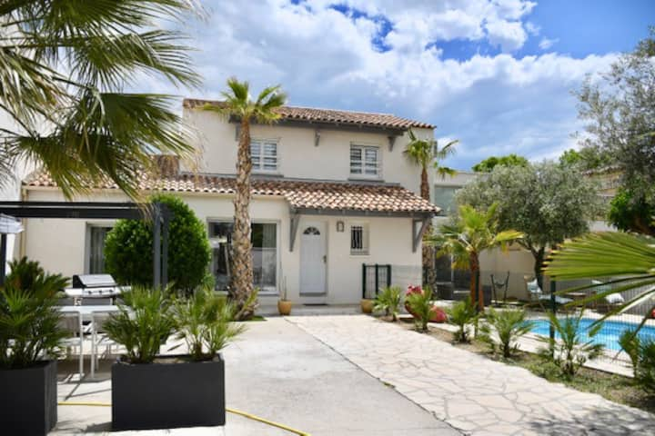 VILLA  with SWIMMING POOL near BEACH & MONTPELLIER