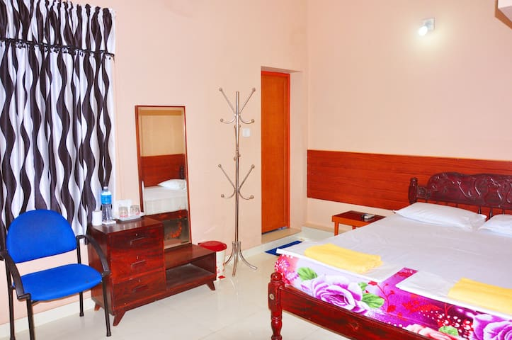 Comfy and Spacious Rooms, Honolulu Home Fort Kochi