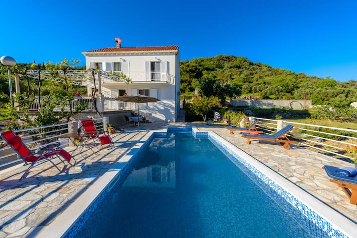 Peaceful and exclusive Villa Natura is just 10 km from the Old town Dubrovnik