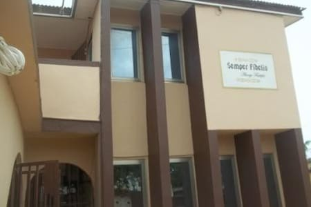 SEMPER FIDELIS EXECUTIVE GUEST HOUSE - Tema