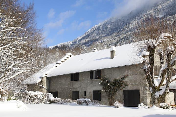 Chambre (n°1) avec cuisine et salon indépendants - Saint-Jean-de-Couz - Dom