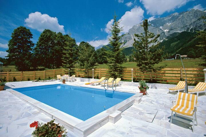 Warm Apartment in Ramsau am Dachstein with Garden