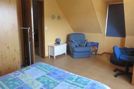 Au plus proche de la nature à Poissons (chambre 2) - Poissons - 旅舍