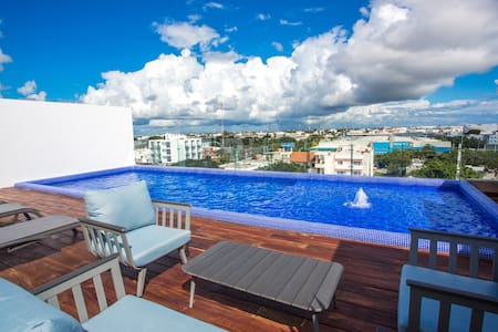 Modern sleek 2 BR, Close to Beach Paradise!