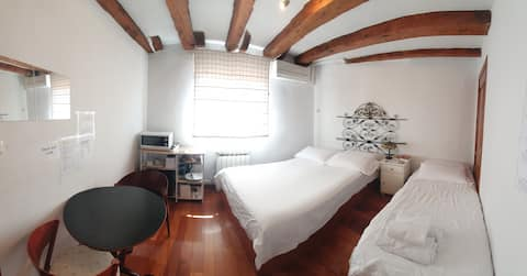 Room with privileged view in the center of Madrid