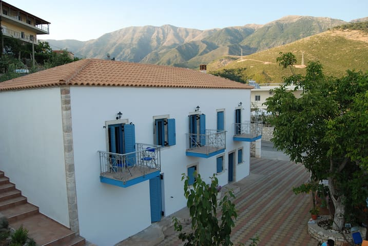 Alex Bed & Breakfast, Himare, Vlore, Albania - Himarë