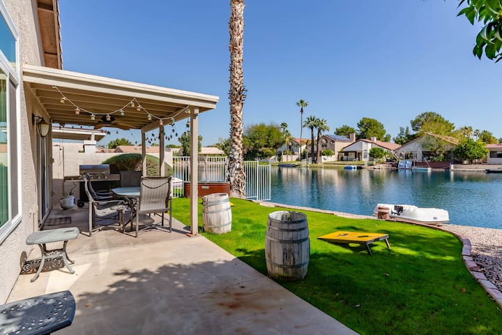 Cozy Lakefront in DT Chandler - Long Term Stays