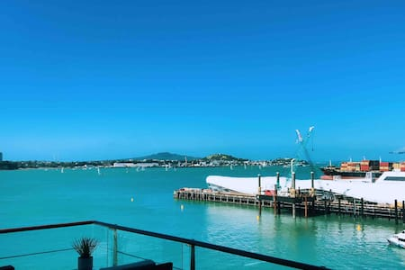 Lux Panoramic Seaview Penthouse on Princes Wharf