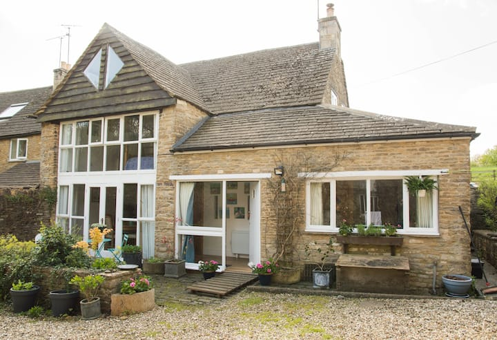 Ampney Mill Cottage, 3 miles from Cirencester