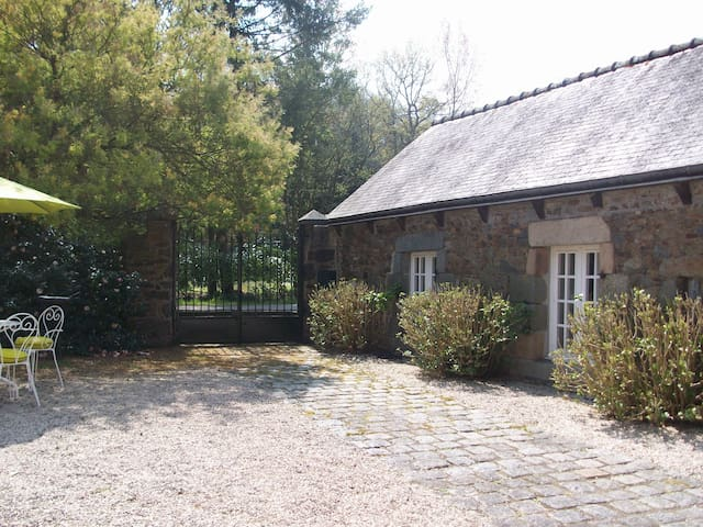 """""""La Gaconnière"""" Authentique Manoir breton du 17ème - Saint-Quay-Portrieux - Hus"""