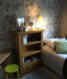 Value small single room - Worthing - Worthing - Ház