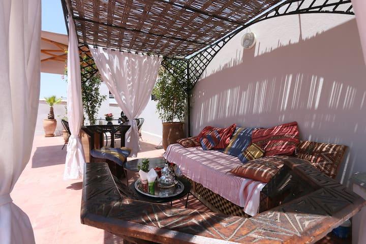 Literary Riad - Hemingway - Wifi Marrakech 传统的房子