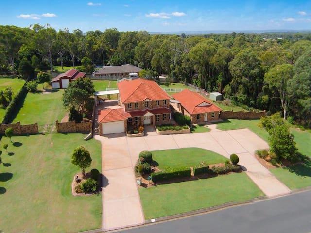 Brisbane Isolation home - Acreage with Pool