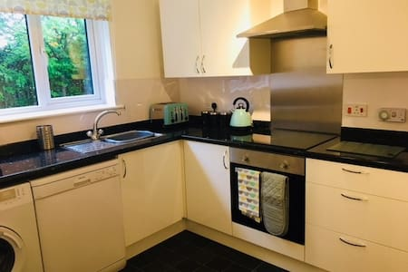 Lovely modern flat in beautiful South Queensferry.