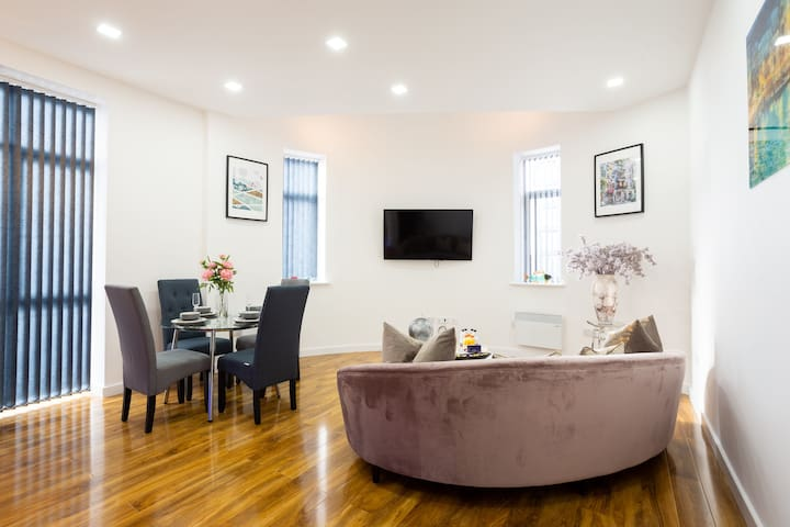 A Stylish and Luxurious 2 Bedroom 2 Bath Apartment
