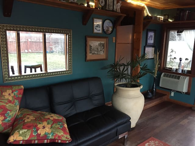 Modern Care Taker Cottage - Klamath Falls - House