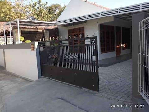 Djono Home Stay Cirebon Ekonomis Nyaman Asri